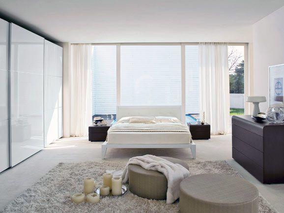 Camera matrimoniale moderna completa di armadio a tre ante - Camera da letto minimal ...