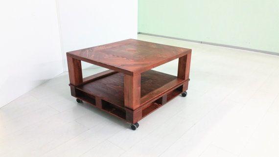 Guarda questo articolo nel mio negozio Etsy https://www.etsy.com/it/listing/274971076/pallet-table-tavolo-realizzato-con