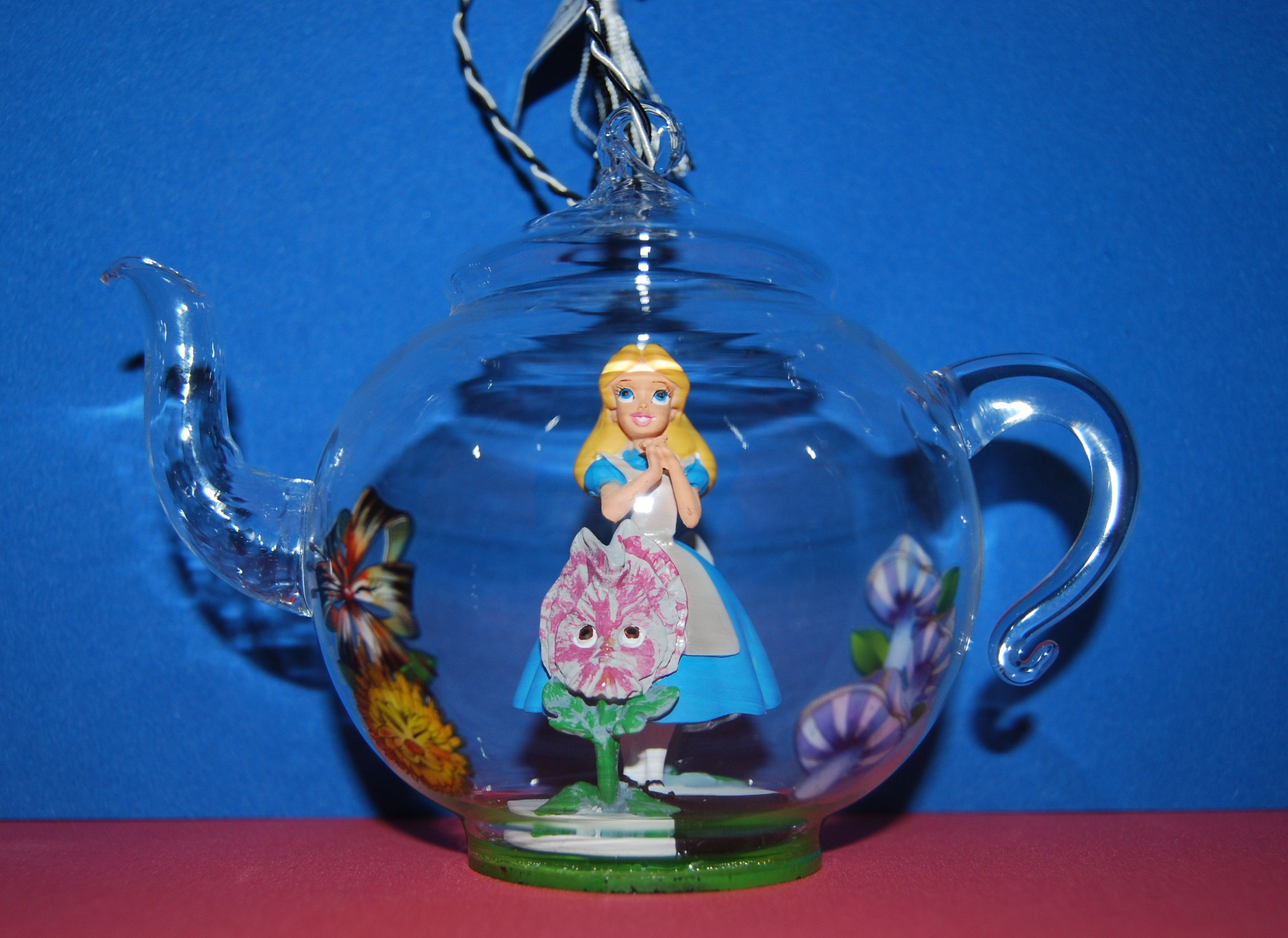 Alice in Wonderland Glass Teapot ornament a Disney Parks