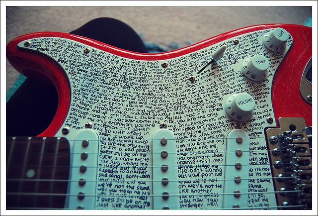 Paramore Lyric Guitar.... AWESOME! I want to do it, but i dont know wich song i should choose! At least a song from paramore