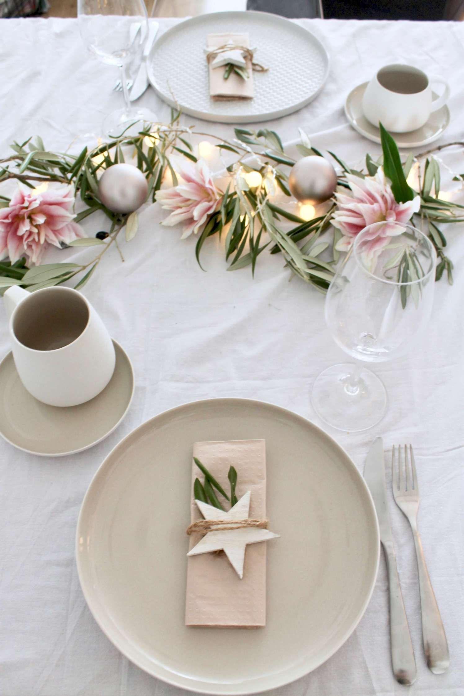 Tischchen, wechsel dich ° Zwei festliche skandinavische Tischdekorationen für Weihnachten ° Wow, mit Lichterkette!