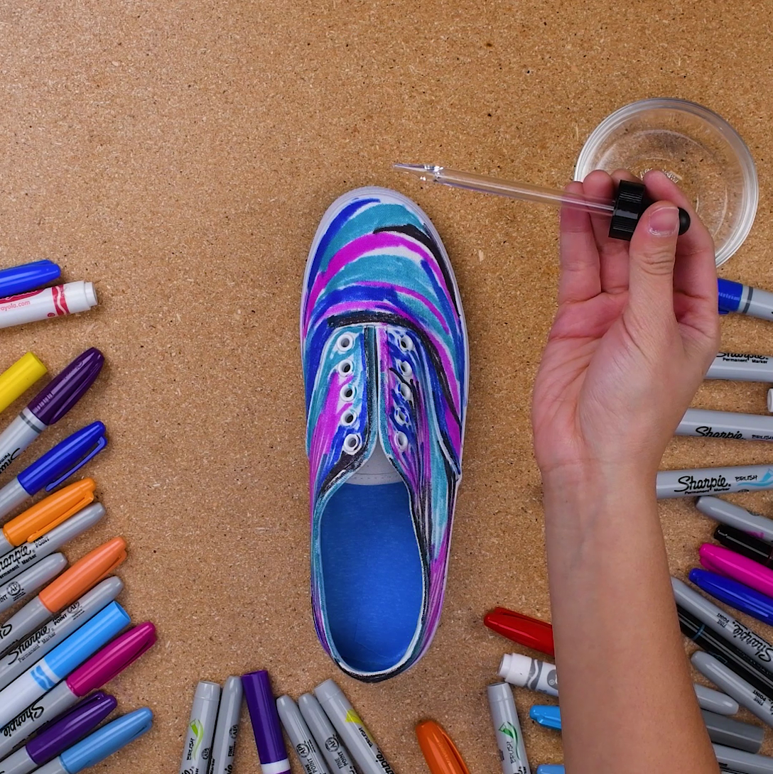 77707f25640d Jump into space with this DIY Galaxy shoes! Jump into space with this DIY  Galaxy shoes! Diy Tie Dye ...