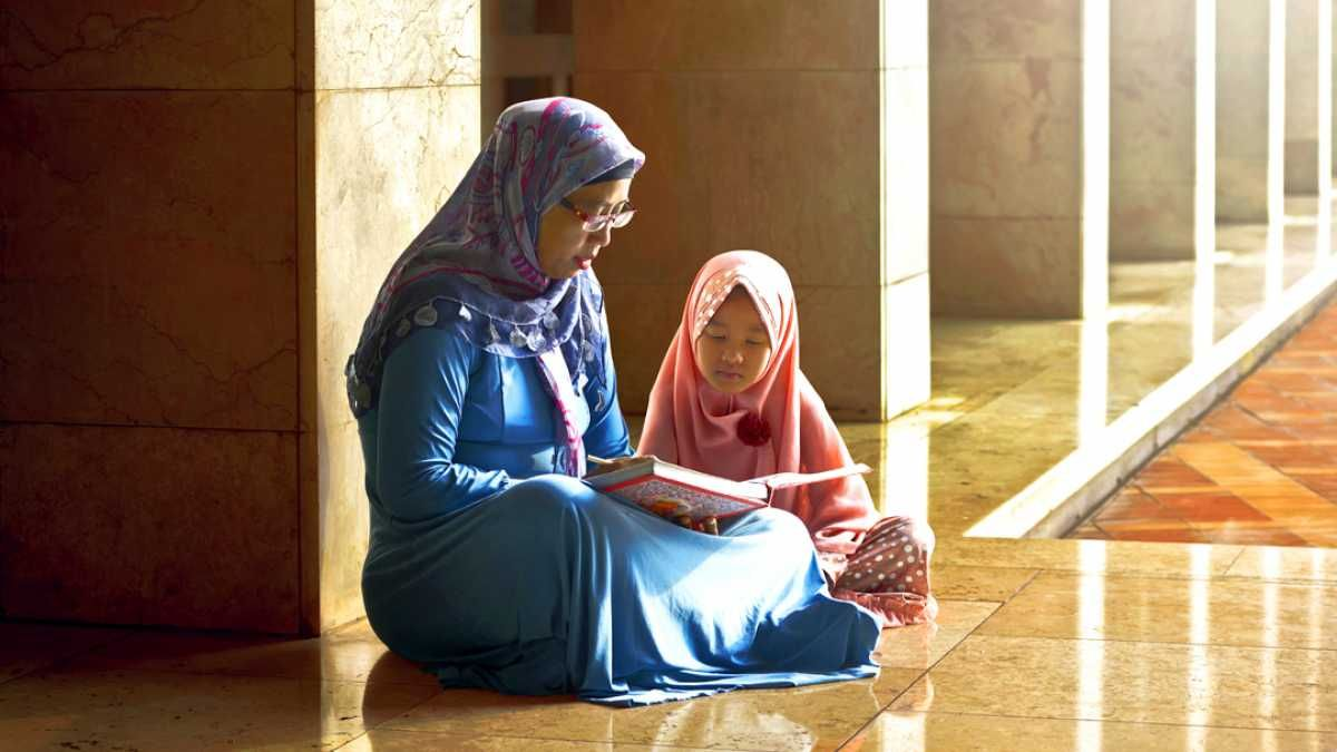 mengajarkan agama