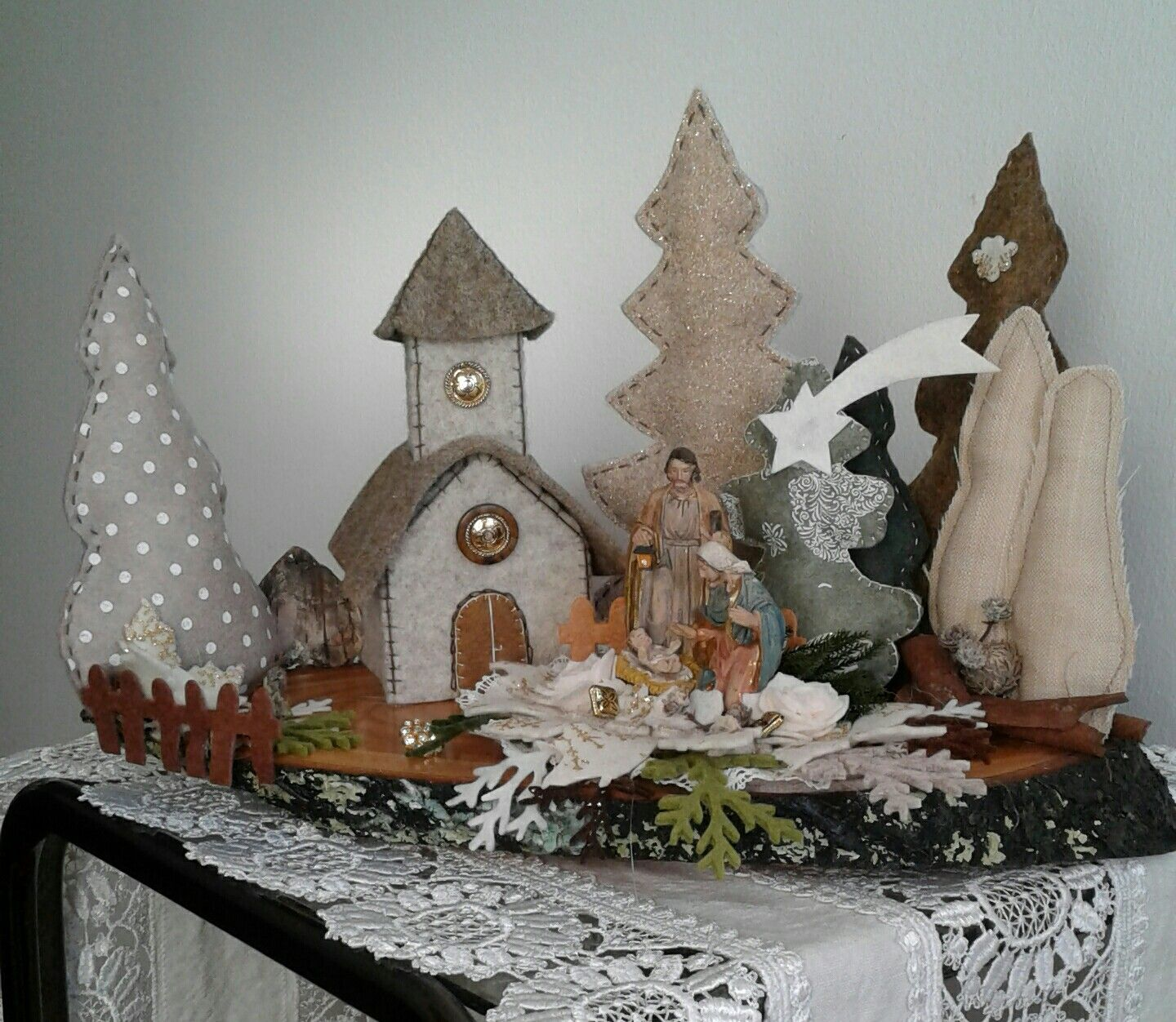 piccolo paesaggio in feltro con presepe  luisa valent  natale  my works  Christmas Christmas projects e Natal
