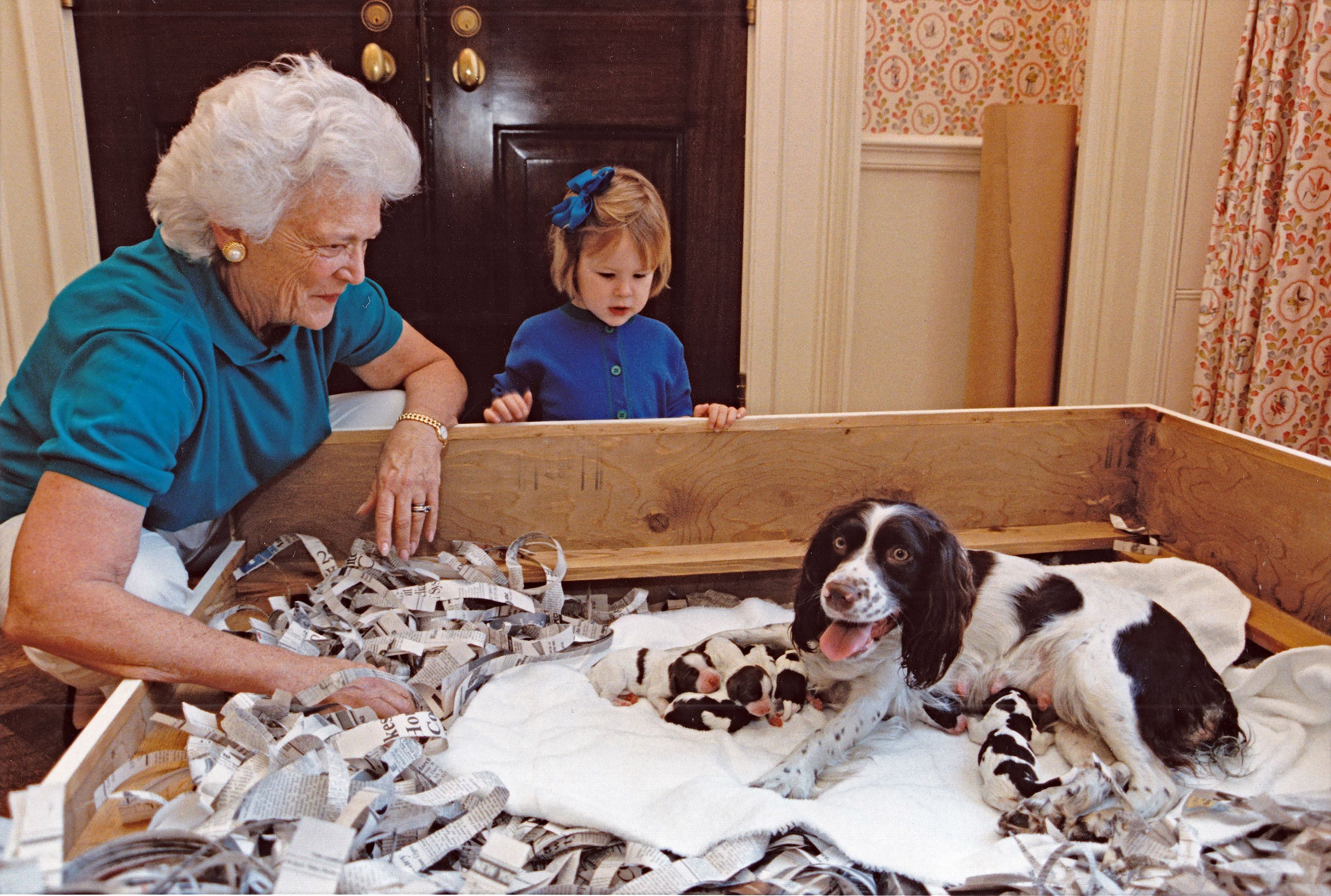 This Recently Unearthed Photo Of Barbara Bush And Her Dogs In