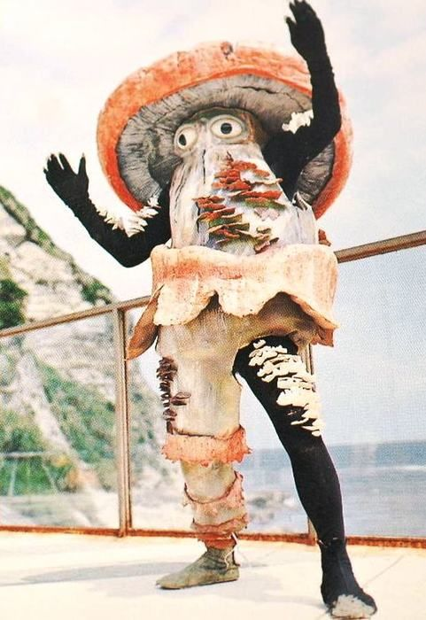 Hanover man, naked on mushrooms, attacks man with rock