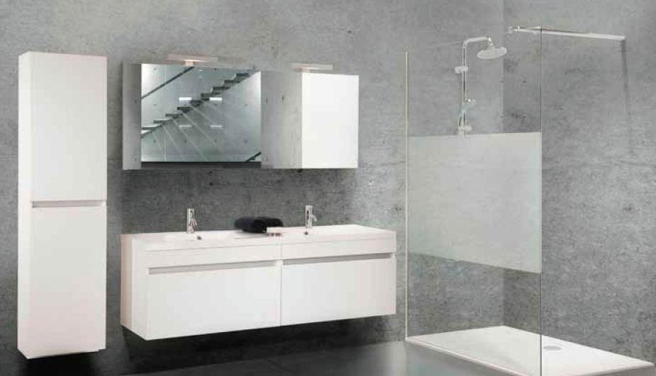 moderne badkamer met grote douche zoals nu bad is geen must en ruimte hoeft niet groot