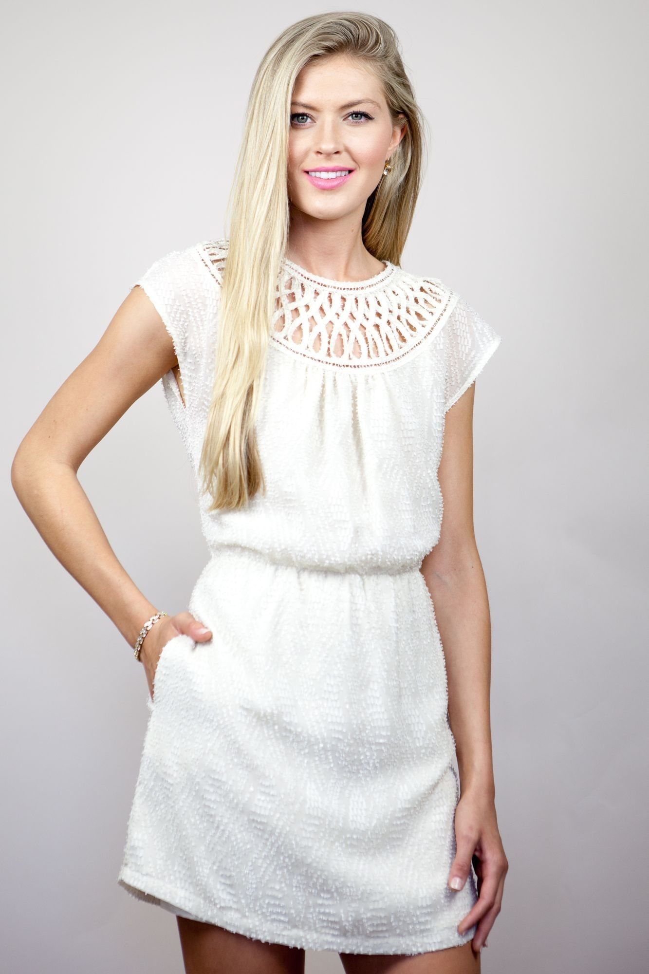 How to tie a white dress crochet with a rose
