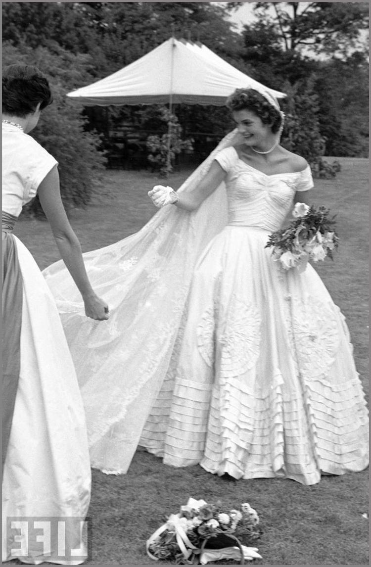 Jackie kennedy wedding dress on display  Jackie Kennedy Wedding Dress  Bing Images  Jackie O  Pinterest