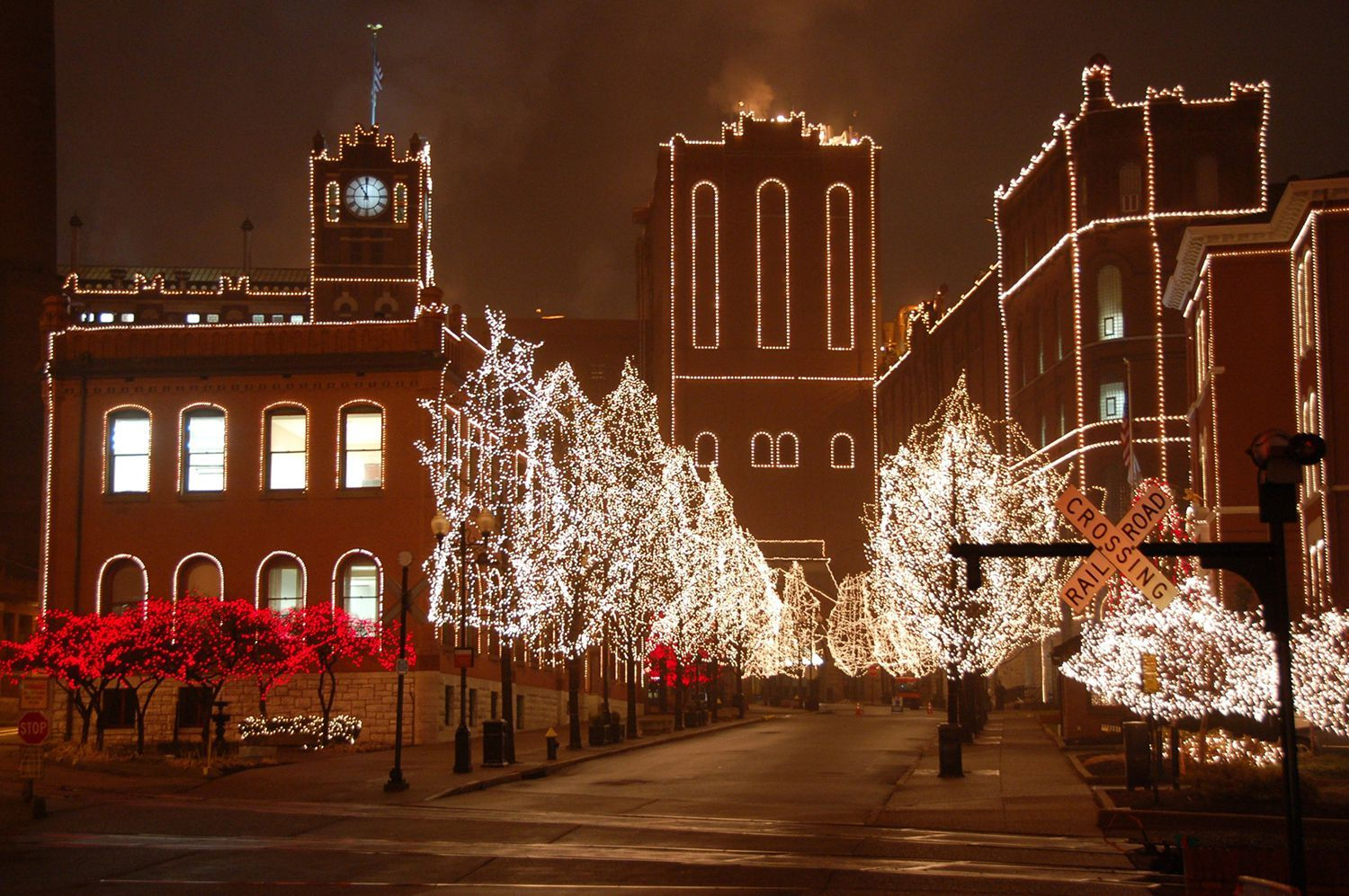 St Louis Christmas Lights 2019 Visit These Neighborhoods to See St. Louis' Best Christmas Lights