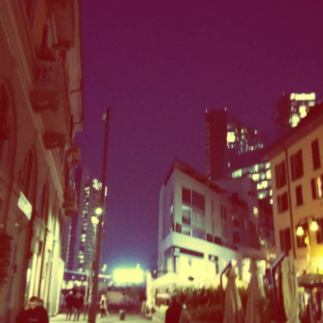 Giochi di luce. #corsocomo #milanodavedere #milanocity #milano  #igersmilano #milanopanoramica #milanotoday #volgoitalia #volgomilano by mauromuci81