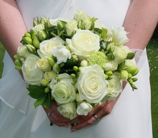 Green Bridal Bouquets That Are Sweet And Natural Look For Your Wedding Theme The Round Bouquet These Flowers Arrangement O