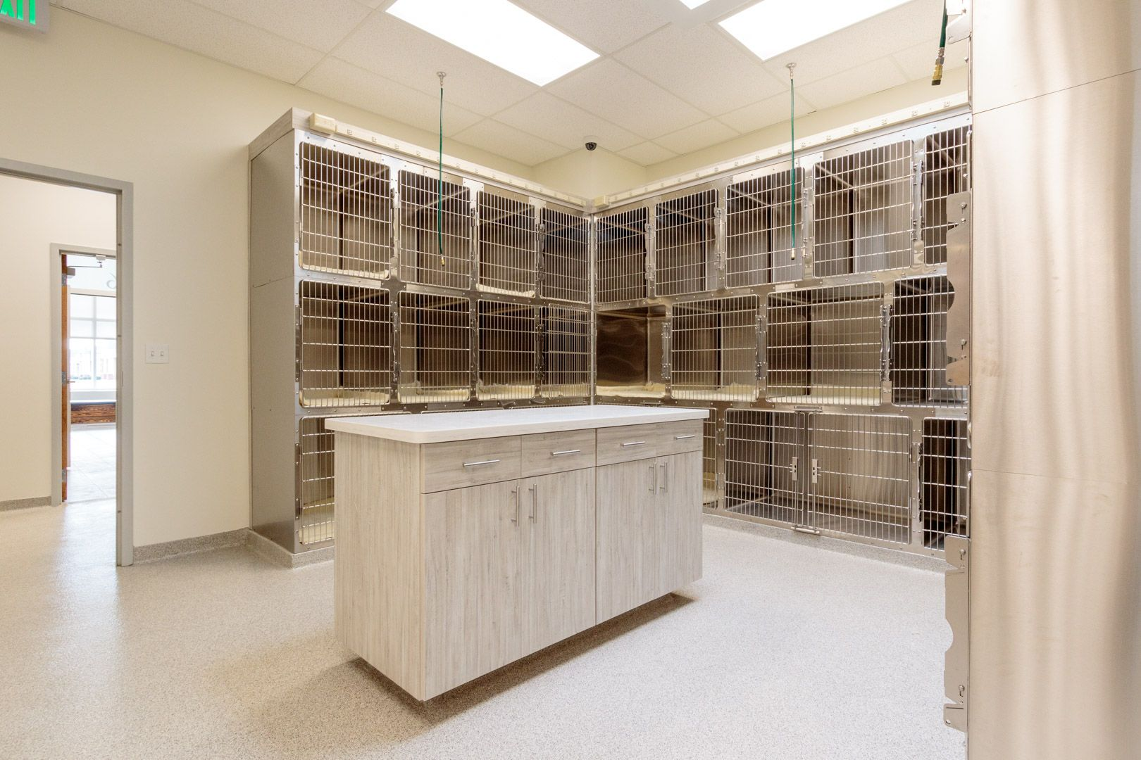 Coyne Veterinary Center Pet Icu For Hospitalized Patients And Recovering Surgical Patients Care Facility Home Decor Veterinary