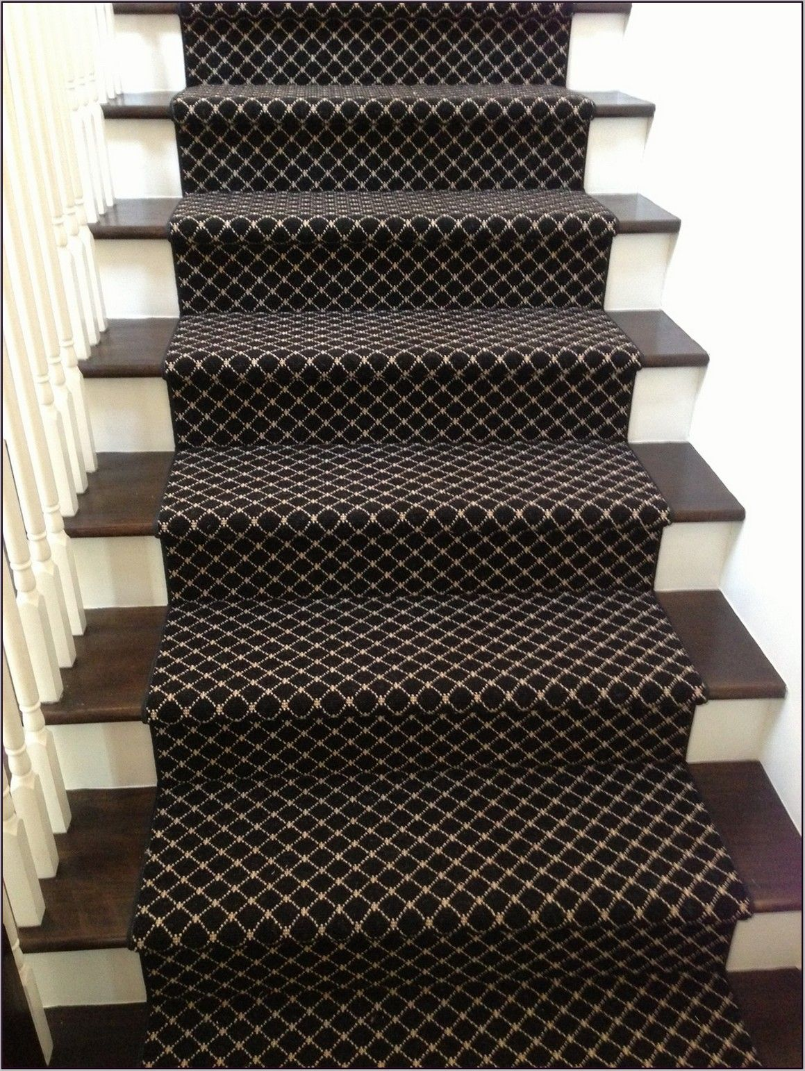 Modern Carpet Runners For Stairs For Modern Home Design Ekahomes Com Stair Runner Carpet Carpet Stairs Patterned Carpet