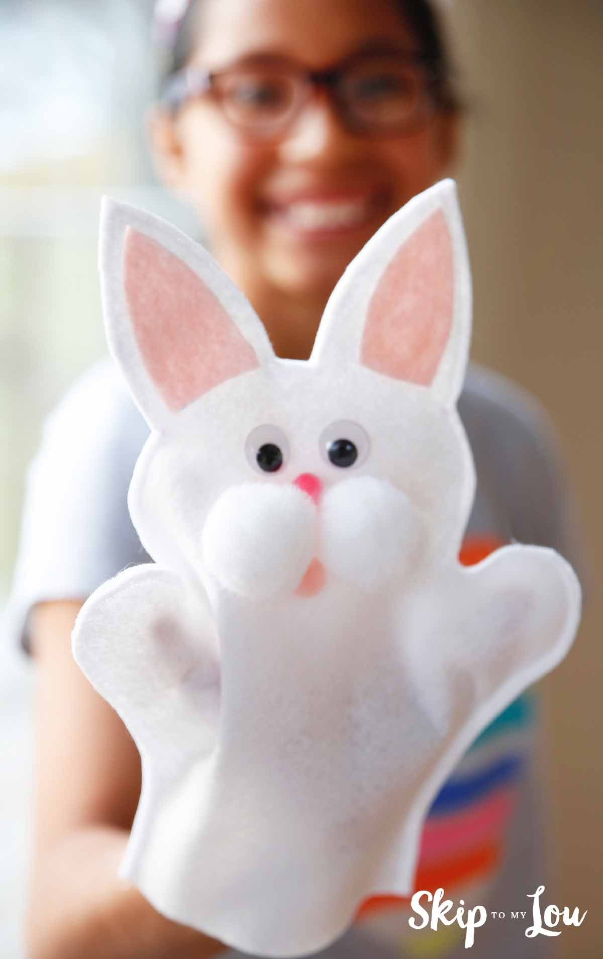 Make Easter Fun with this cute Bunny Puppet #craftsforkids