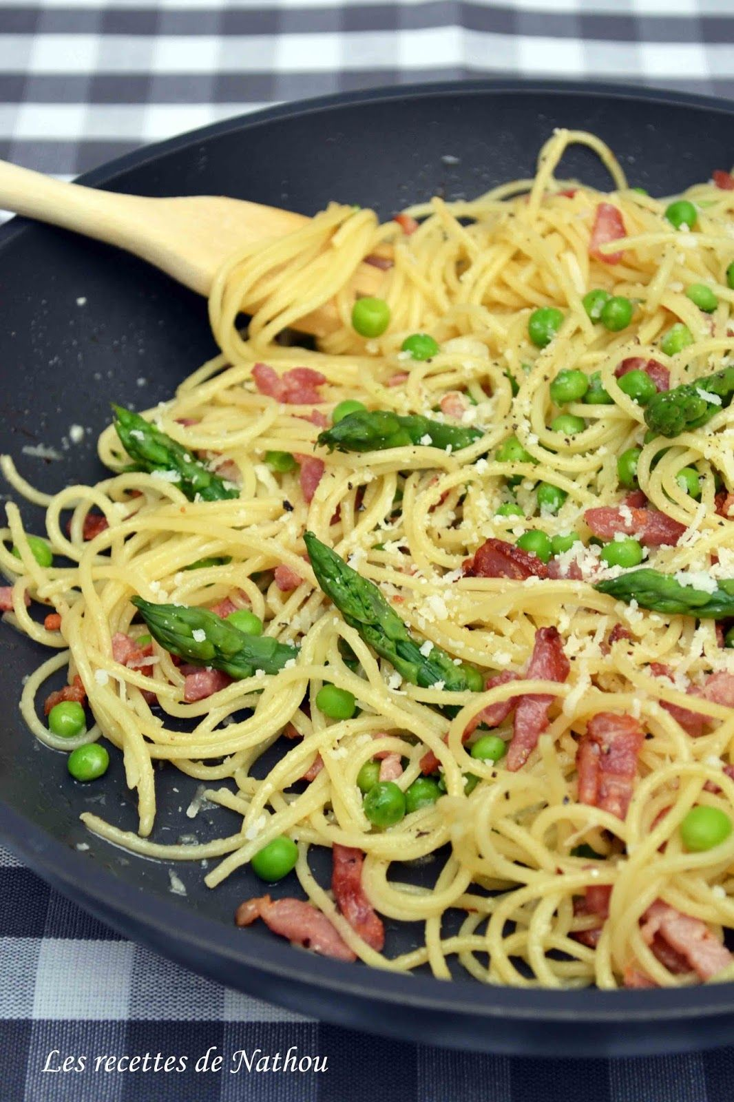 Les recettes de Nathou: Poêlée de spaghettis au lardons, petits pois et asperges vertes