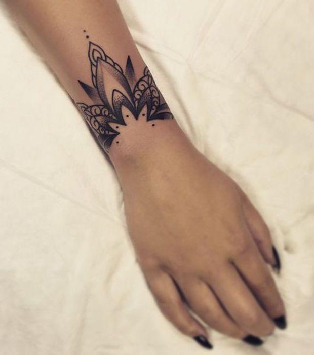 Tattoo 20 id es de tatouages fa on mandala pour exprimer - Petit tatouage poignet femme ...