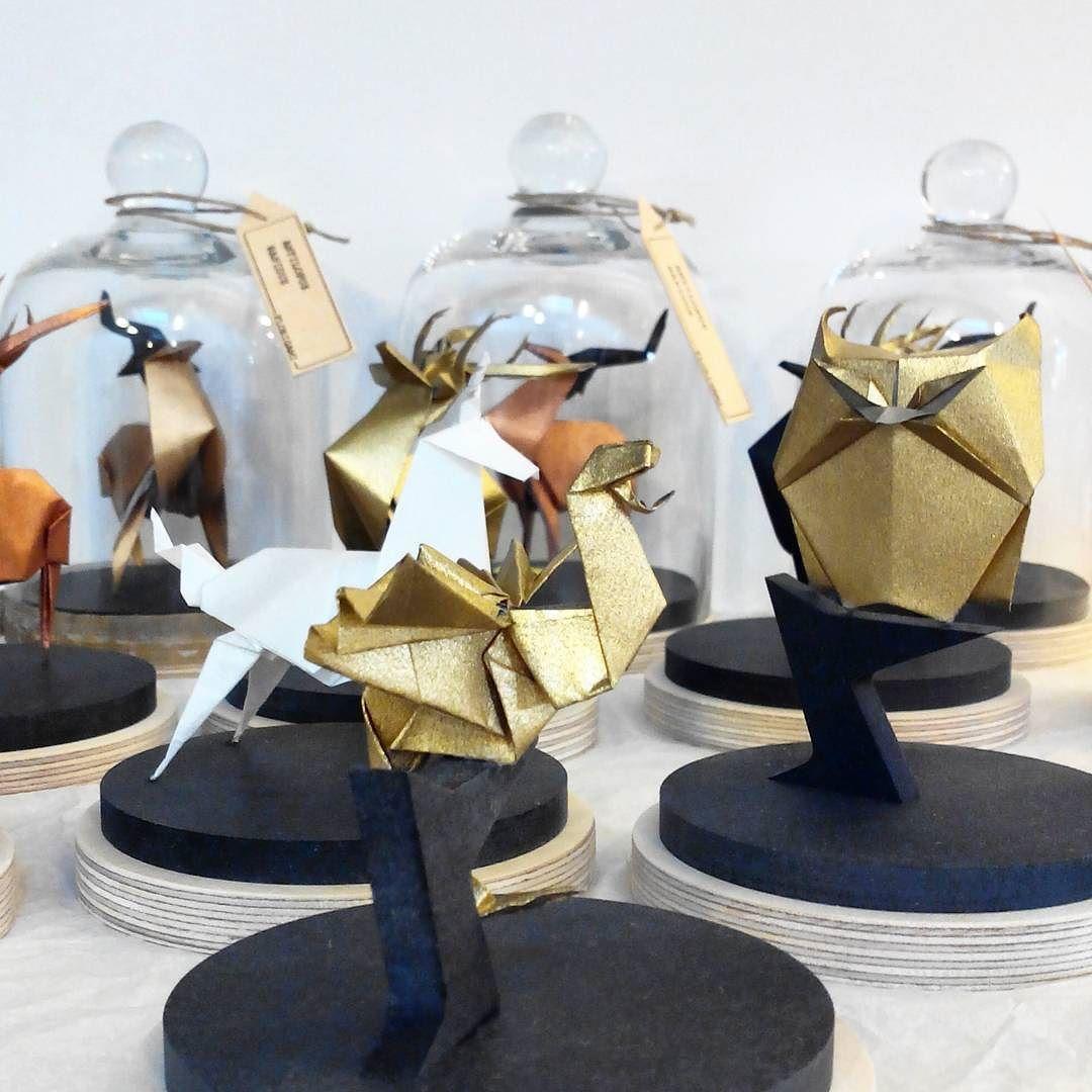 #origami #décoration #florigami En pleine préparation d'origamis pour la vente de créateurs #popinmontreuil ce weekend (9 au 11 oct) ! / Making many origamis for this weekend craft market! by florigami_concept