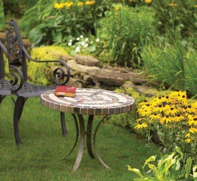 Gartentisch selber bauen fliesen  Der fertige Gartentisch aus Mosaik auf Metall Rahmen | Töpfern ...