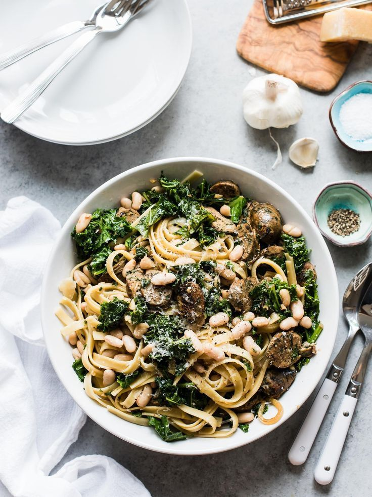 Fettuccini with Chicken Sausage, Kale and Cannellini Beans has everything you need, whether for pasta night or last minute entertaining! Made with /PastaDeCecco/. #ad