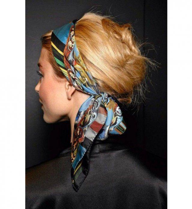 coiffure avec un foulard : un chignon banane naturel | peinados