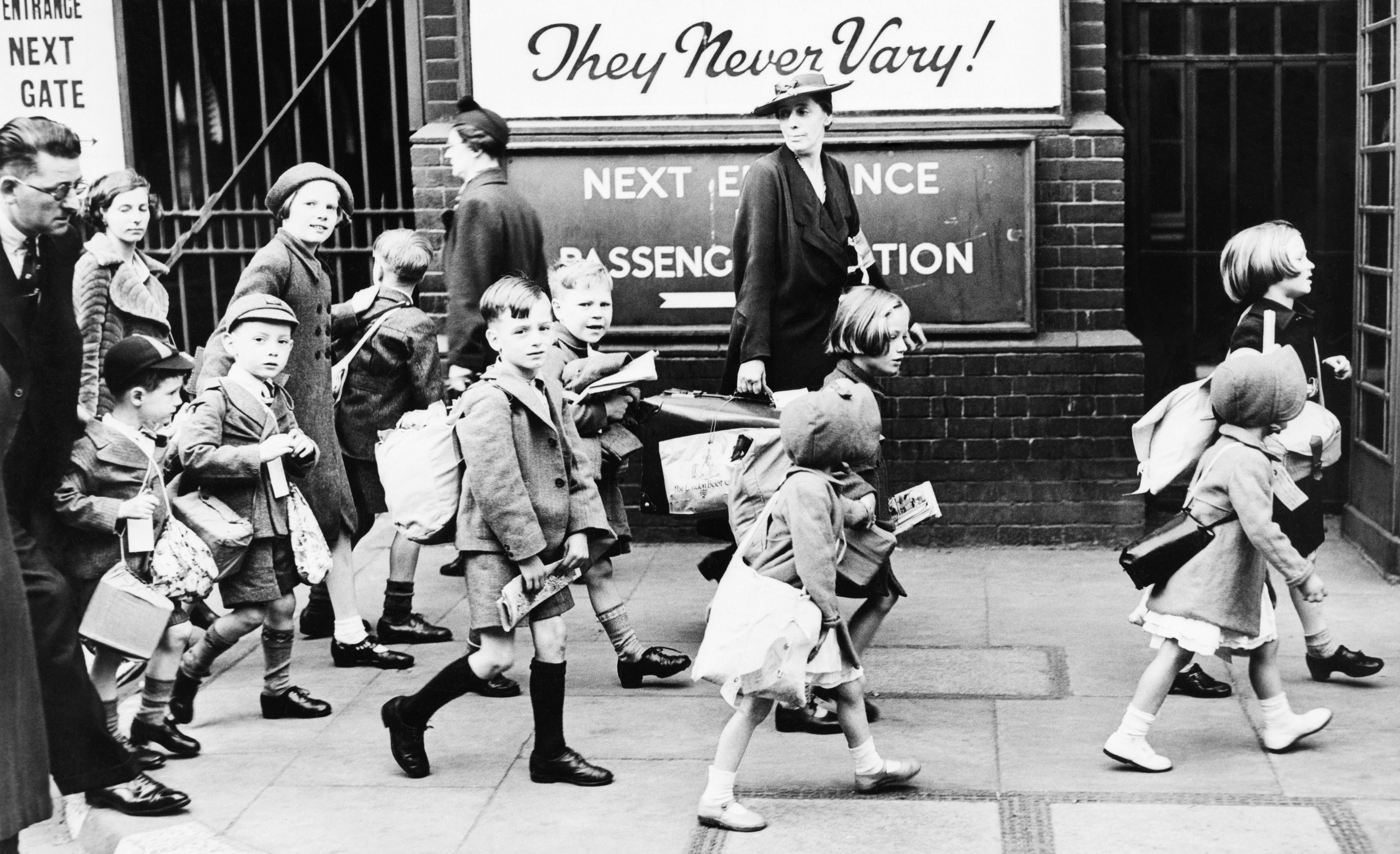Children Arriving At A London Station To Be Evacuated To The West