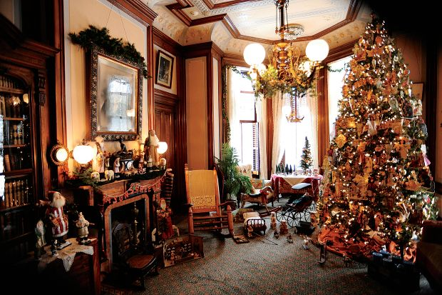 Marvelous Mansions At Christmas At The Mansions Victorian Christmas Christmas Decorations Victorian