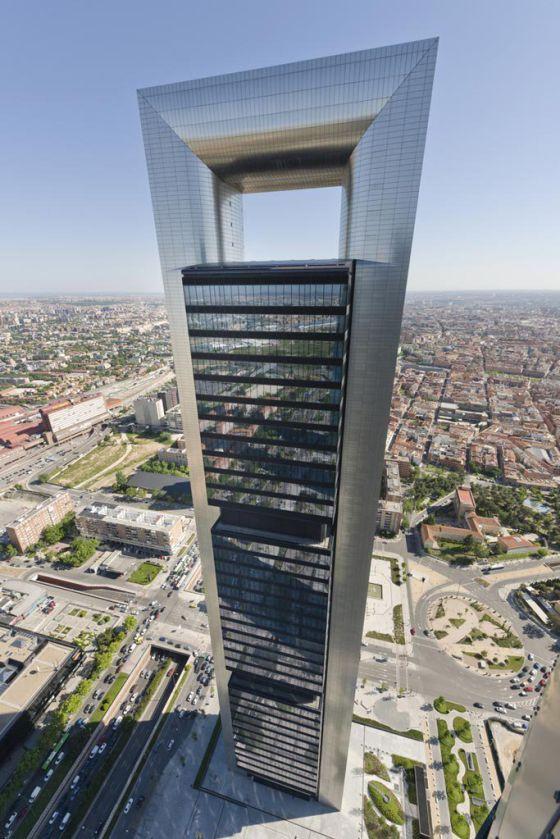 Bankia alquila la Torre Foster a Cepsa, que tendrá derecho