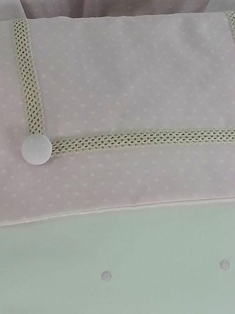 Detalle babero sacopolipiel babero rosa