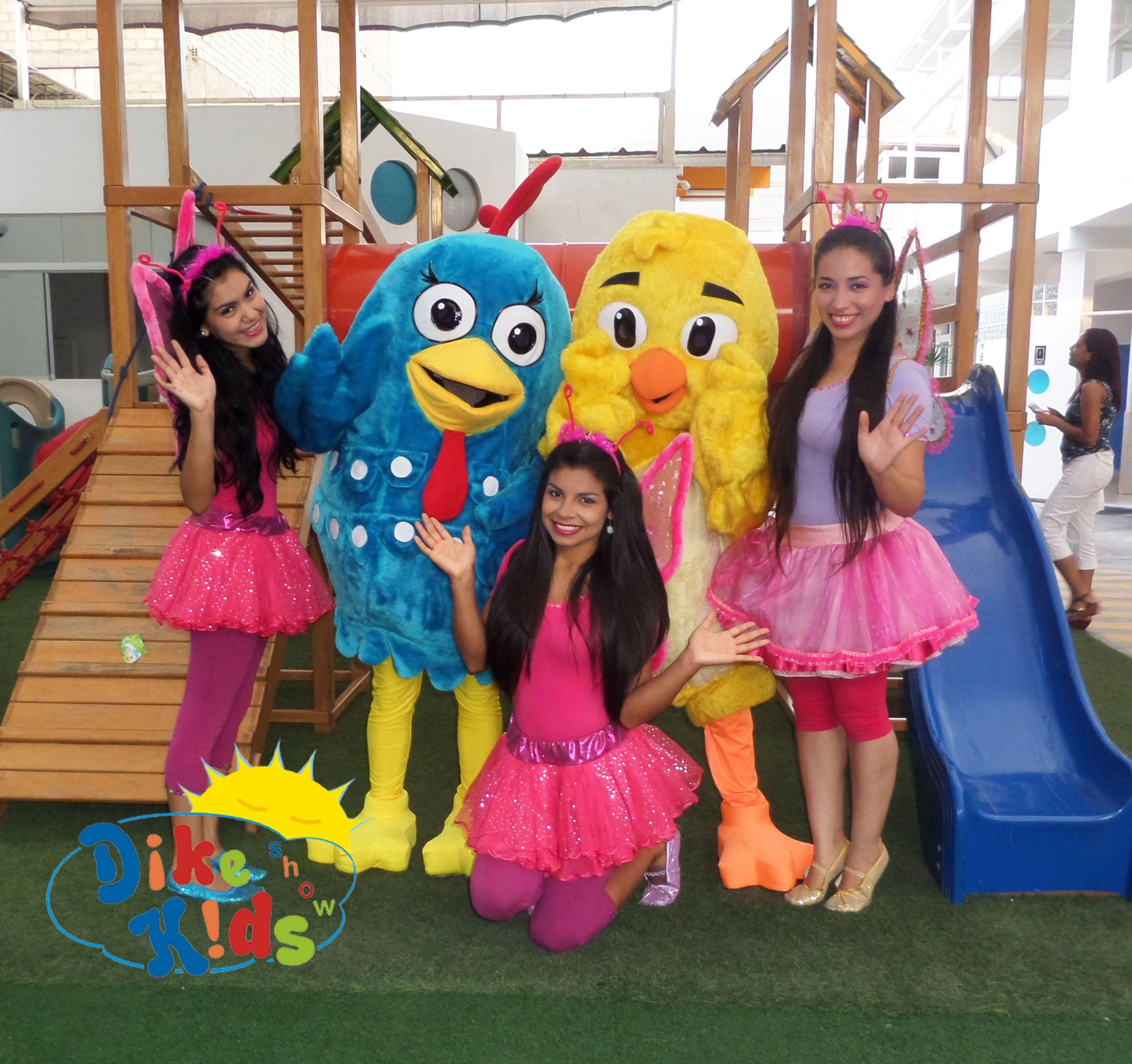 Con los personajes de La Gallina Pintadita