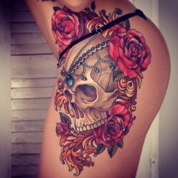 Tattoo on the thigh of the girl a skull and roses for Skull leg tattoos