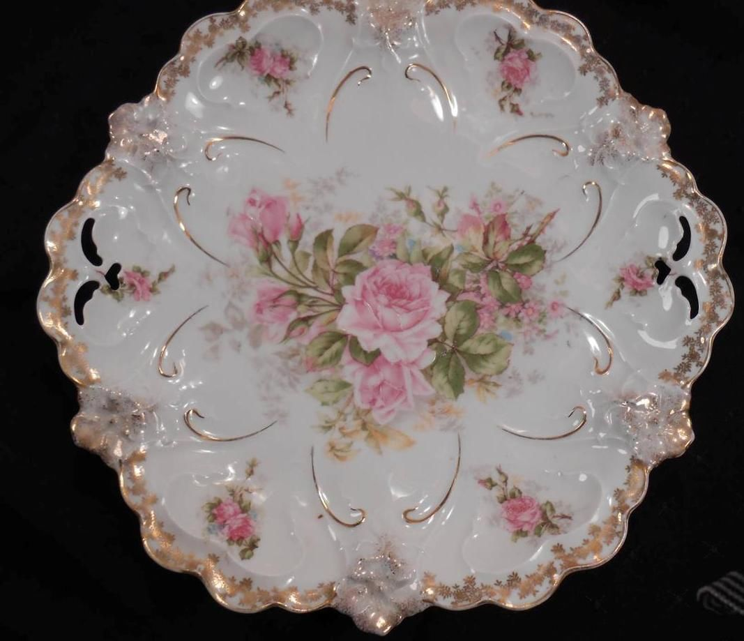 RS Prussia Molded Cabinet Plate Luscious Pink Roses Scalloped