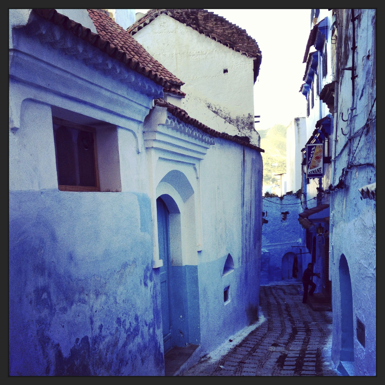 Se hizo un poco tarde , en la medina de Chefchaouen, al norte de Marruecos.  Seguimos un tramo más por ruta hasta la ciudad de Fez, y mañana, si Dios quiere, les comparto lo que pude capturar con mi cámara. Hasta mañana!