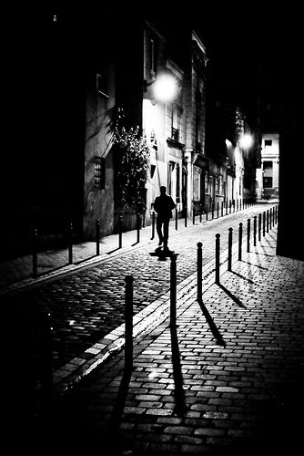 27 Powerful Street and City Scenes in Black and White | things I