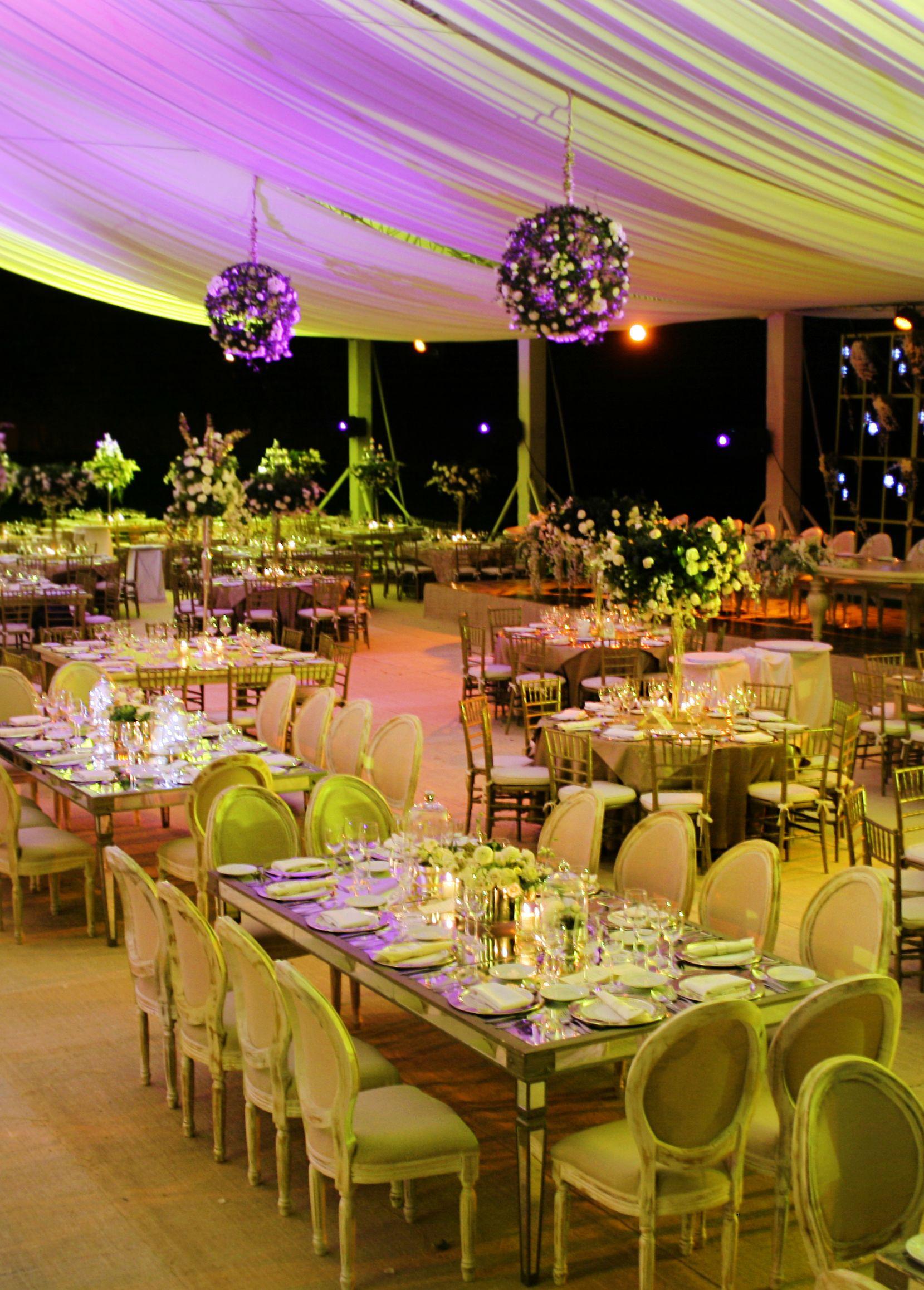 Montaje de boda en jard n con iluminaci n bodas en for Iluminacion para jardines