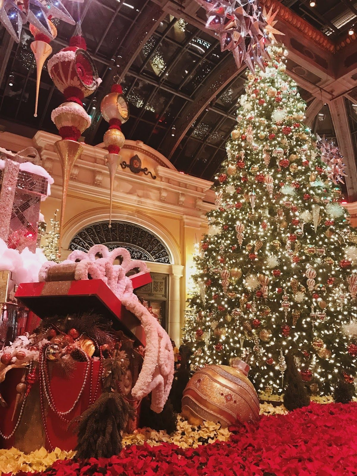 The Traveler Guide to Christmas and New Year's Eve in Las