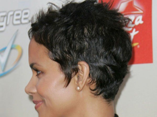 halle berry pixie - Google Search   Cheveux courts, Coiffures cheveux blonds, Coiffures cheveux ...