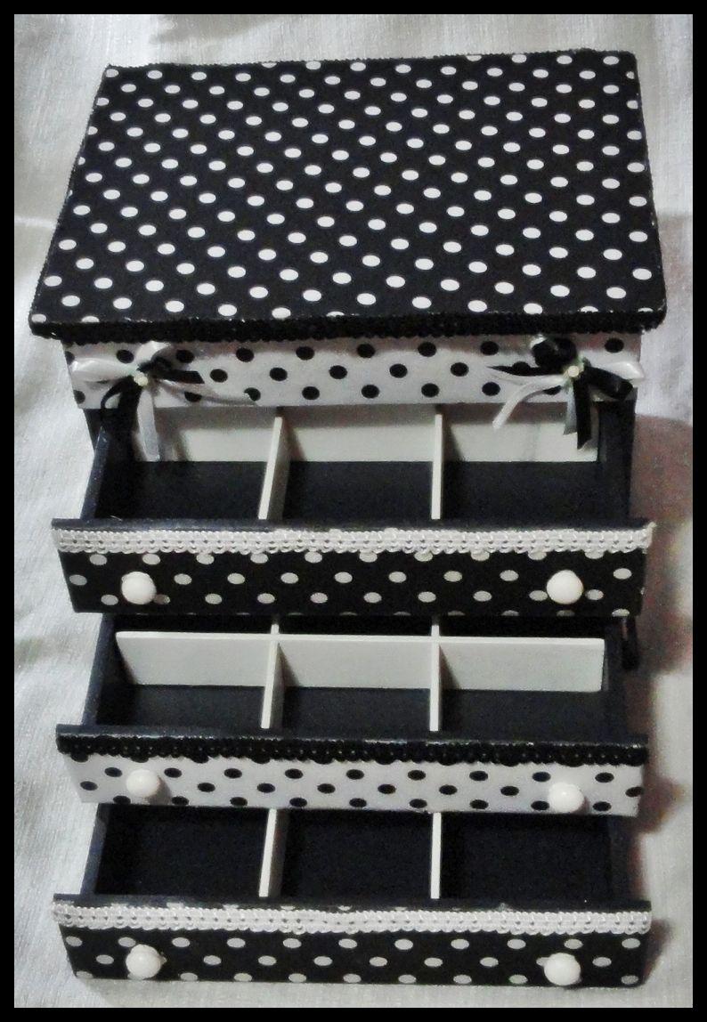 Caixa de jóias forrada com tecido