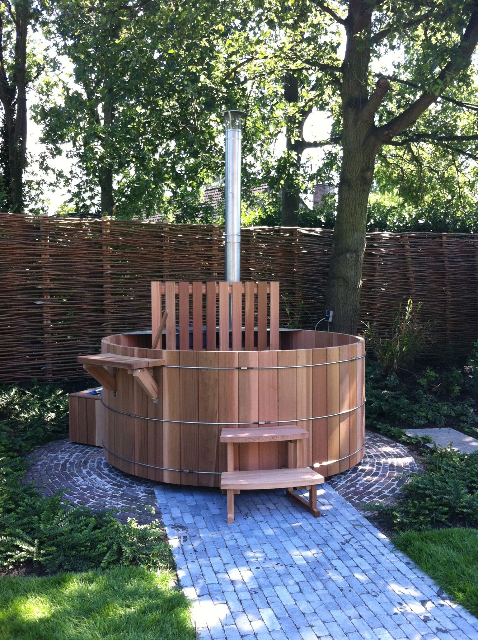 Hottub In De Tuin Saunabarrel Hottub Houtgestookt Bad Fire Hot Tup Pinterest