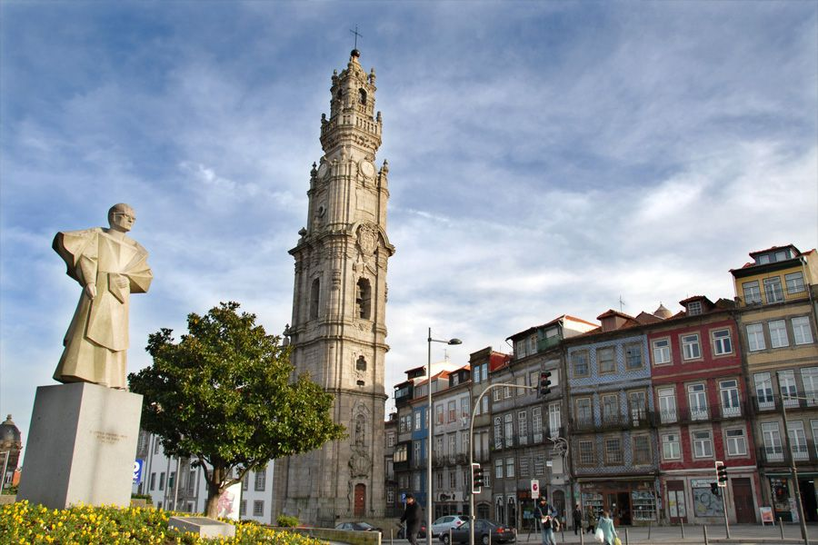 Torre de los Clérigos en Oporto - http://www.absolutportugal.com/torre-de-los-clerigos-en-oporto/