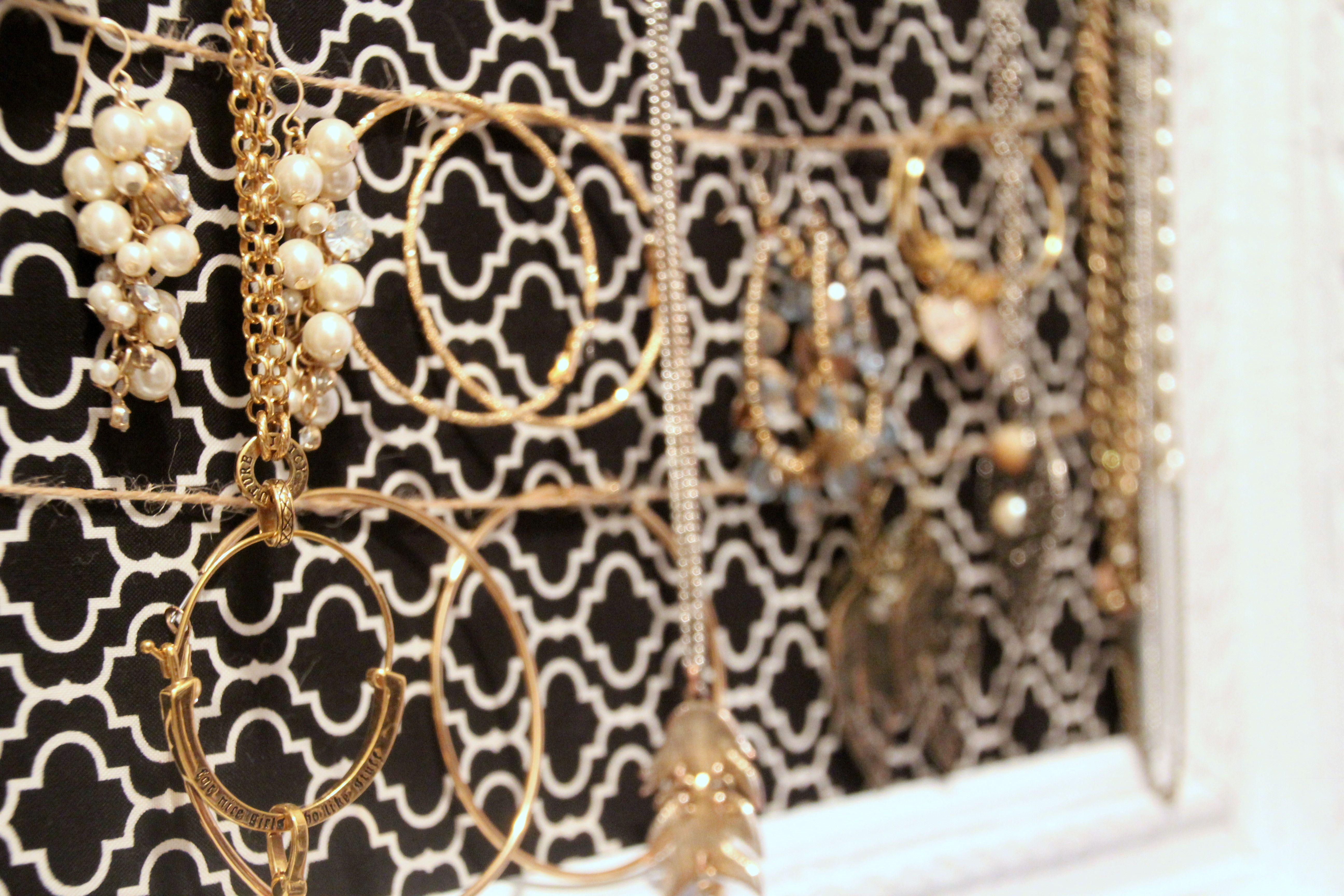 Jewelry Frame - Ez Peasy Take frame, paint/etc, attach fabric ...