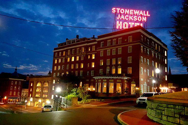 10 Powder Perfect Places To Stay Après Ski Stash Blog Stonewall Jackson Hotel And Conference Center Staunton Va Where Hit The Slopes Wintergreen