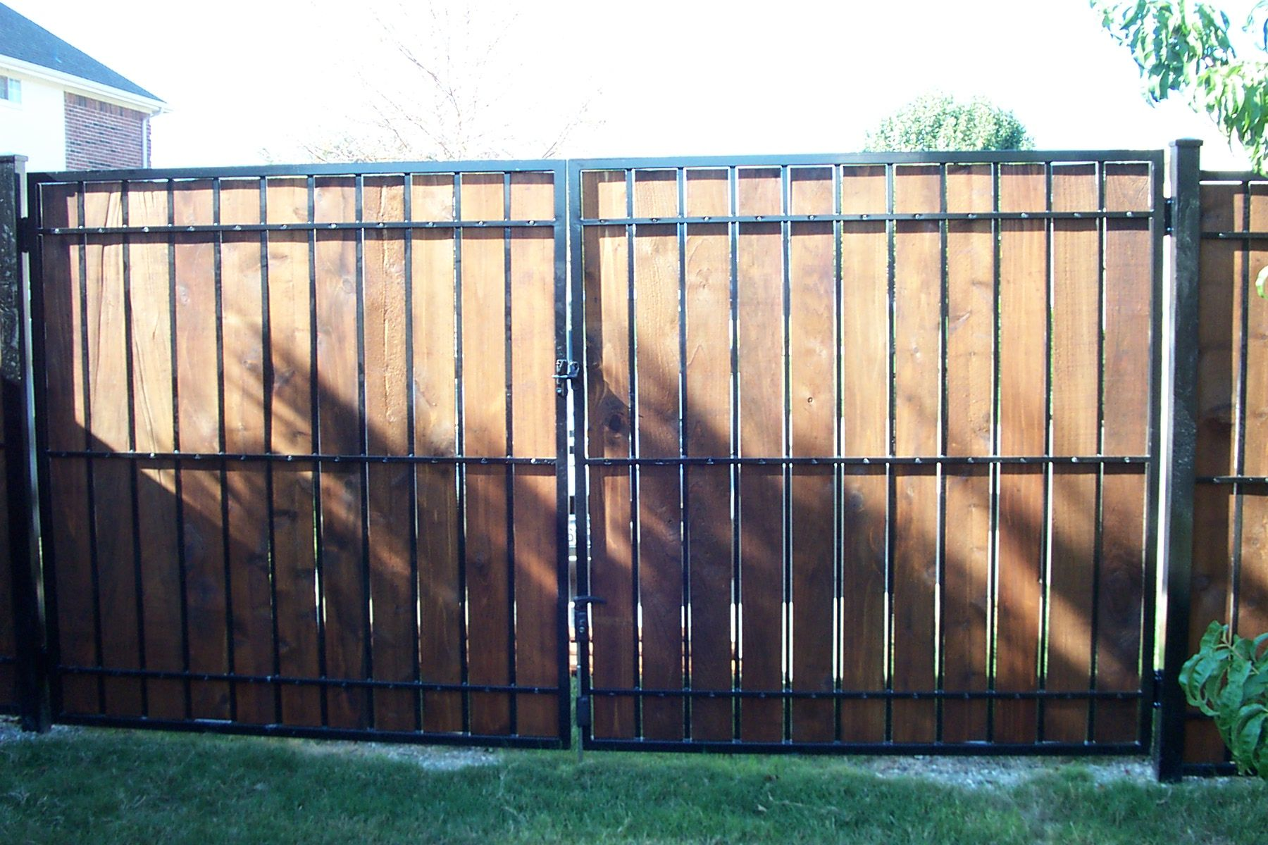 Estate Fence Wood Amp Iron Privacy Panel Fence Pictures