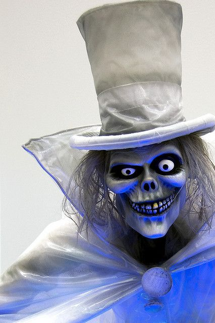 Hatbox Ghost by StartedByAMouse, via Flickr