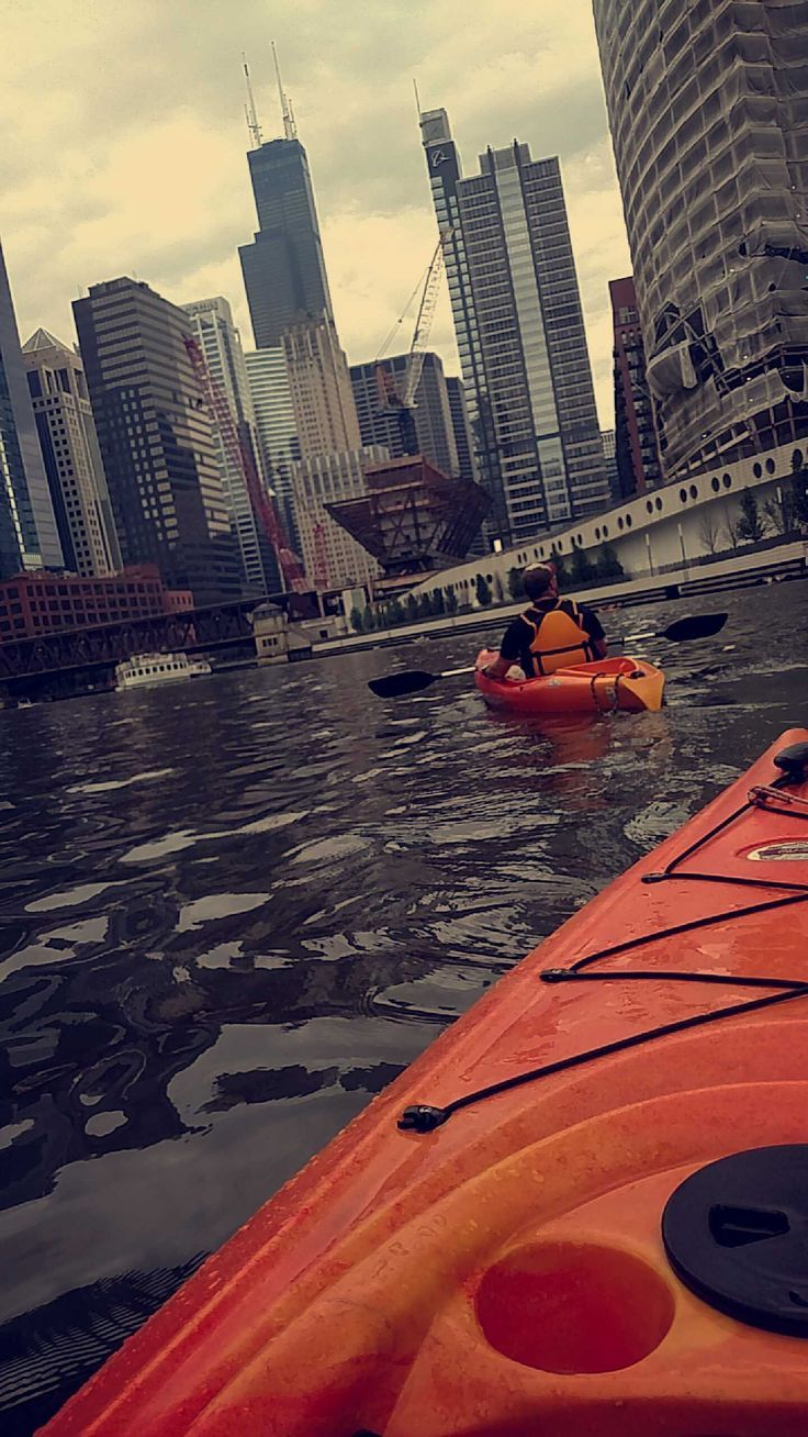 The perfect date? Kayaking in Chicago! Oh my gosh, yes yes yes! I'd love this! ❤️❤️