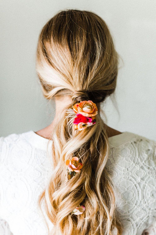 Recogido con flores Pelo Pinterest Recogidos Peinados y