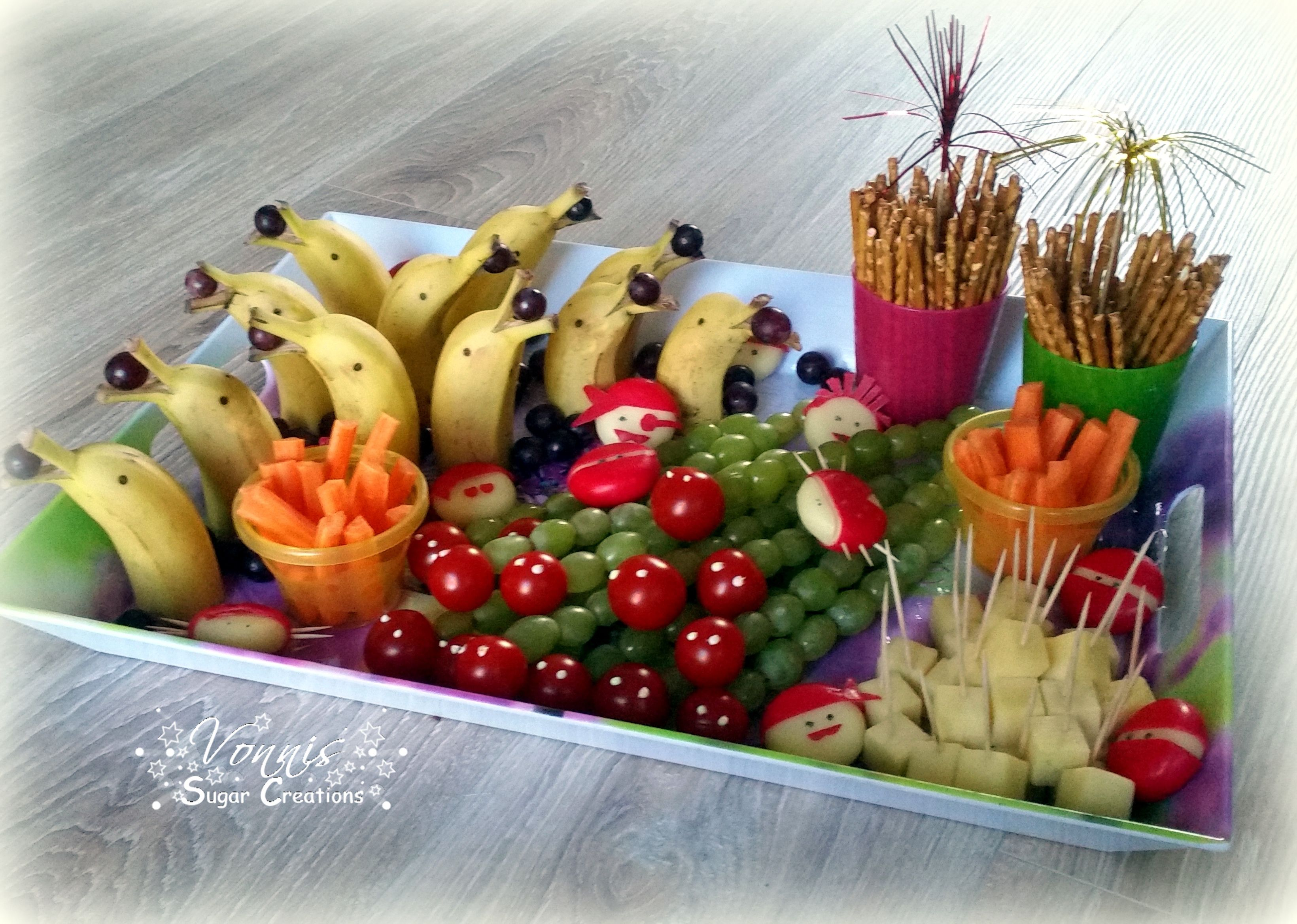 Obstplatte Kinder Kindergarten Dolphin Grapes Caterpillar Cheese Tomato Salt