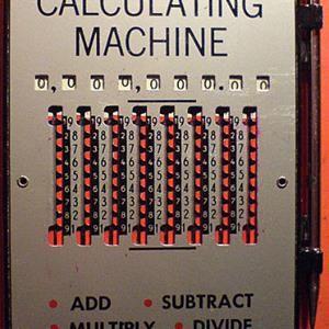 ¡Cómo era antes la tecnología! Calculadoras de bolsillo de hace un siglo http://ow.ly/Gr1d3085srF vía Twitter @_HectorPrieto_ #tecnología
