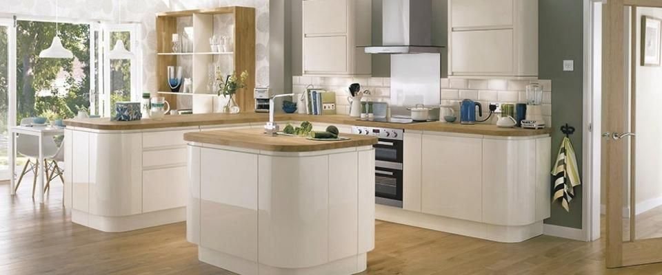 High Gloss Cream Curved Units With Oak Block Work Surface.