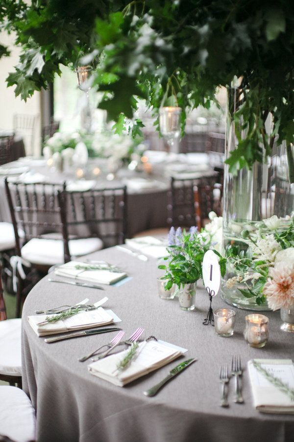 Best 25 grey tablecloths ideas on pinterest wedding for Table linen color combinations